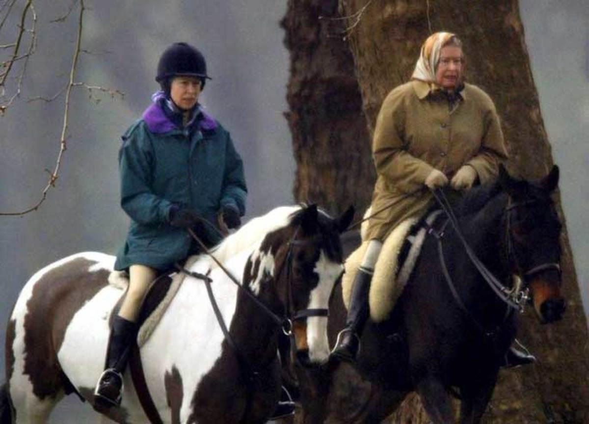 Η Ελισάβετ πήγε για ιππασία! Στα 91 το λέει η περδικούλα της!   Newsit.gr