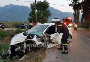 Σοβαρό τροχαίο στη Λαμία με εγκλωβισμένο οδηγό