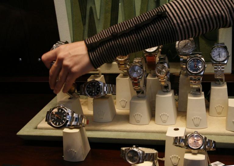 «Χρυσές δουλειές» έκαναν οι κλέφτες ρολογιών στην Μύκονο – Γνώριμη στην ΕΛ.ΑΣ η γυναίκα της σπείρας | Newsit.gr