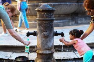 Εξοντωτικός καύσωνας στην Ρώμη- Απειλείται με διακοπή νερού