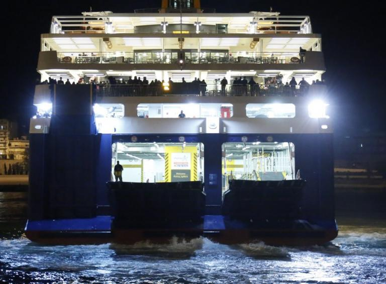 Blue Star Patmos: Τρία ρυμουλκά έτοιμα για την επιχείρηση αποκόλλησής του | Newsit.gr