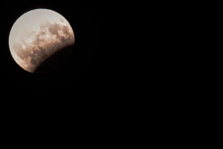 Πανσέληνος και μερική έκλειψη σελήνης: Έτσι έγινε ορατό από την Ελλάδα το εντυπωσιακό φαινόμενο! | Newsit.gr