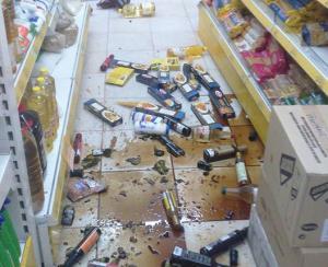 """Σεισμός – Κρήτη: Τα… σπασμένα του Εγκέλαδου – Την """"πλήρωσαν"""" τα μπουκάλια [pics]"""