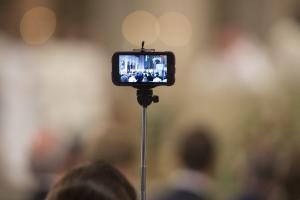 Selfie sticks τέλος στο Μιλάνο – Τα απαγόρευσε ο Δήμος!