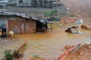 Σιέρα Λεόνε: 105 παιδιά ανάμεσα στους νεκρούς από τις σαρωτικές πλημμύρες και κατολισθήσεις