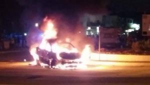 Σύβοτα: Αυτοκίνητο τυλίχθηκε στις φλόγες [vids]