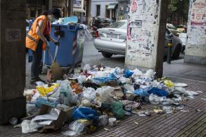 """Απεργία τέλος! Πότε θα εξαφανιστούν τα """"βουνά"""" σκουπιδιών"""