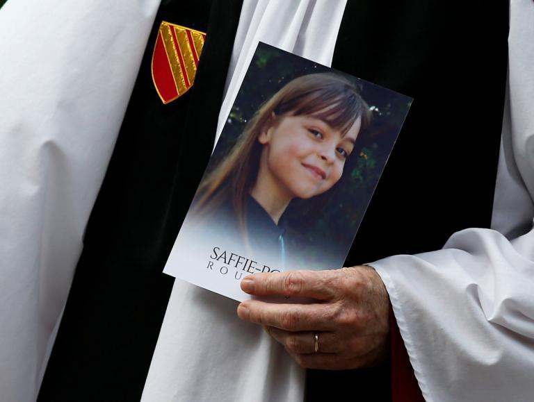 Επίθεση στο Μάντσεστερ: Θρήνος στην κηδεία της μικρής Σάφι [pics]