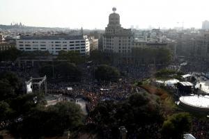 Όλοι οι Ισπανοί μια «γροθιά» κατά της τρομοκρατίας – Μεγάλη διαδήλωση παρουσία του βασιλιά Φίλιππου [pics, vid]