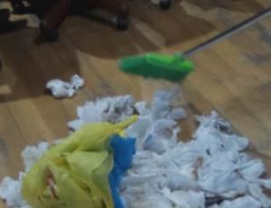 Βέροια: Το αντρικό εσώρουχο, τα σκουπίδια και οι σκηνές απείρου κάλλους μέσα και έξω από το δημαρχείο [pics, vid]