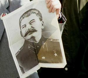 Στα χαρακώματα Αλεξιάδης – Κυρανάκης για τον Στάλιν