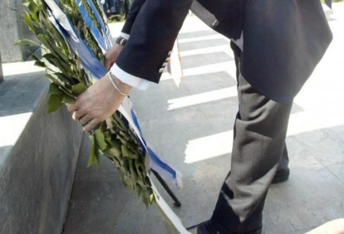 Έβρος: Κατάθεση στεφάνων στο μνημείο των εκτελεσμένων από τους Ναζί στο Ποιμενικό | Newsit.gr