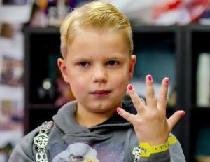 Πέθανε ο 6χρονος που »έκανε» τους Ολλανδούς να βάψουν τα νύχια τους