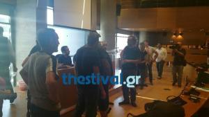 «Δε θα αφήσουμε να μπει ιδιώτης»! Ντου στο δημοτικό συμβούλιο από εργαζόμενους στην καθαριότητα της Θεσσαλονίκης! [vid]