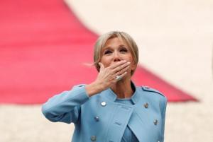 """Η Μπριζίτ Τρονιέ """"πουλάει σαν τρελή"""" – Ρεκόρ για το Elle"""