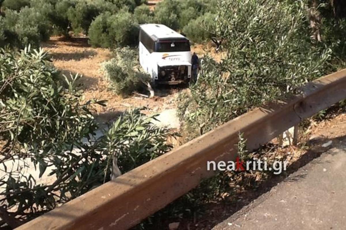 Ηράκλειο: Λεωφορείο έπεσε από γέφυρα – Ένας νεκρός και τρεις τραυματίες – Οι εικόνες του φοβερού τροχαίου [pics, vids] | Newsit.gr