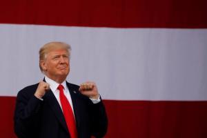 Ντόναλντ Τραμπ: Οι μισοί Αμερικανοί ψηφοφόροι πιστεύουν ότι δε θα ολοκληρώσει τη θητεία του