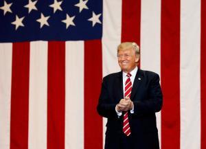 Ο Τραμπ διώχνει τους ξένους εργαζόμενους από τις ΗΠΑ