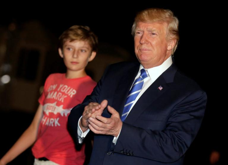 Ο Μπάρον «ενώνει» Τραμπ και Κλίντον! | Newsit.gr