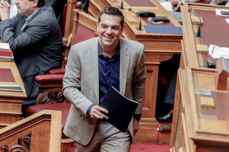 Τσίπρας σε ΝΔ: Γίνεστε σημαιοφόροι του λαϊκισμού – Αριστεία δεν είναι ποιο παιδάκι θα κρατάει τη σημαία | Newsit.gr