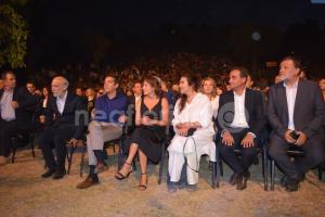 Εντυπωσιακή η Μπέτυ Μπαζιάνα στο πλευρό του Αλέξη Τσίπρα στις Πρέσπες [pics, vids]
