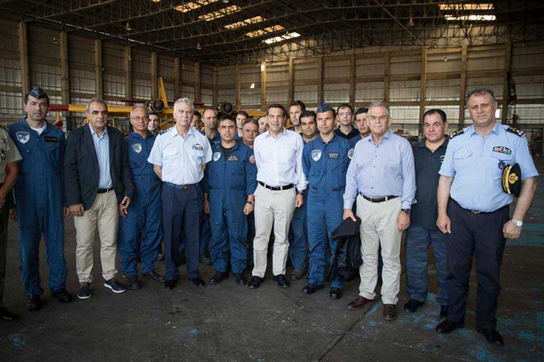 Το δώρο που έκαναν οι τεχνικοί των Canadair στον Τσίπρα [pics] | Newsit.gr