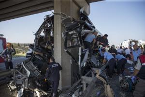 Τραγωδία στην Άγκυρα: Ανατροπή λεωφορείου με 5 νεκρούς [pics]