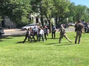 Κατηγορίες στους μπράβους του Ερντογάν για το ξύλο στην Ουάσινγκτον