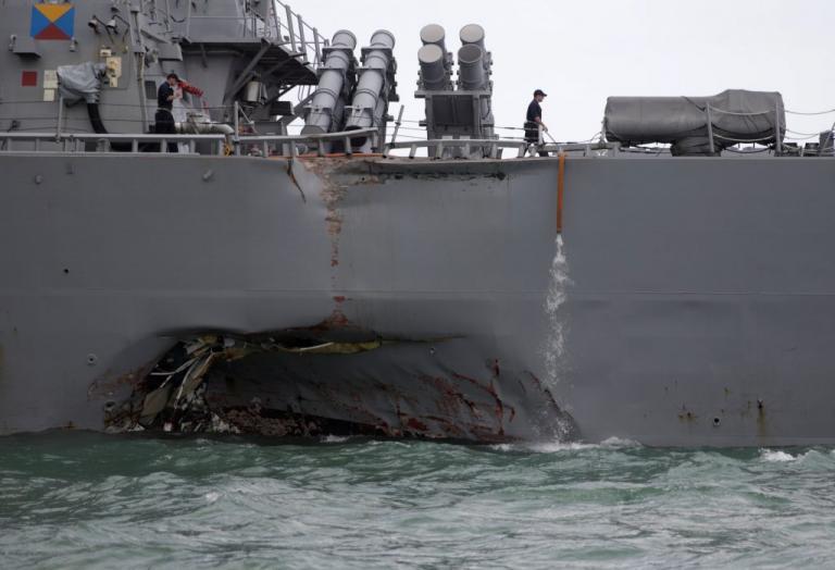 Οι πρώτες εικόνες της νέας ναυτικής τραγωδίας – 10 αγνοούμενοι μετά τη σύγκρουση αντιτορπιλικού με δεξαμενόπλοιο | Newsit.gr