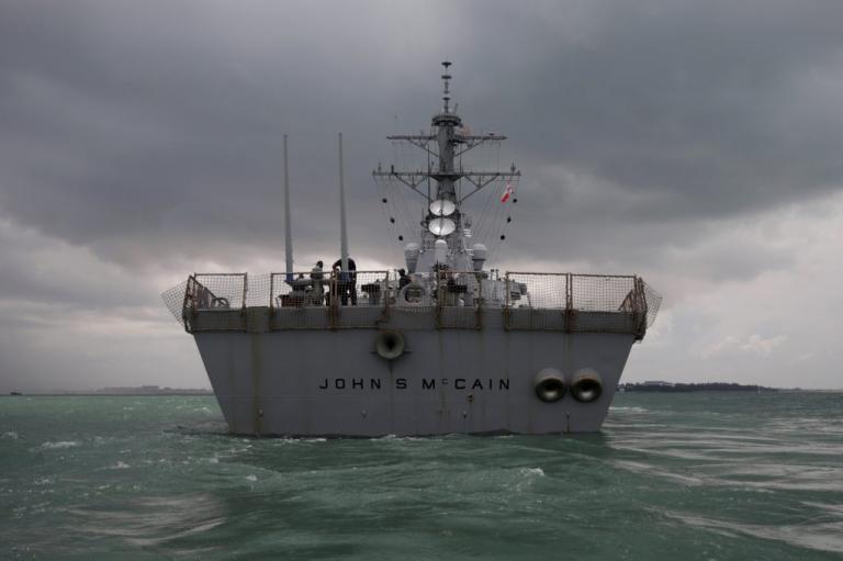 Αντιτορπιλικό USS John S. McCain: Σε «επίθεση» χάκερς μπορεί να οφείλεται η τραγωδία – Βρέθηκαν νεκροί ναύτες
