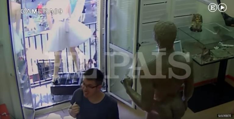 Βαρκελώνη: Η στιγμή που το βαν παρασύρει πεζούς! Βίντεο ντοκουμέντο | Newsit.gr
