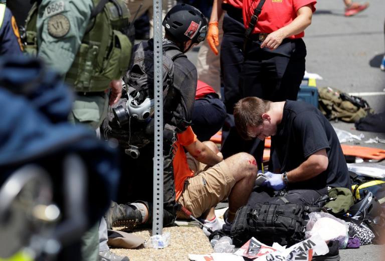 Βιρτζίνια: Ένας νεκρός από το αυτοκίνητο που έπεσε σε πεζούς – Πολεμική ατμόσφαιρα [pics] | Newsit.gr