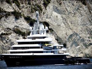 Ζάκυνθος: Η εκπληκτική θαλαμηγός »πρόδωσε» τον διάσημο ιδιοκτήτη της που κάνει διακοπές [pics]