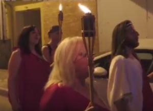 Όλυμπος: Ορκίστηκαν πίστη στον Δία με χλαμύδες και σανδάλια – Η θερινή σύναξις των δωδεκαθεϊστών [vid]