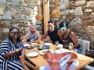 Η Whoopi Goldberg μας ταξιδεύει στην Ελλάδα! [vids]