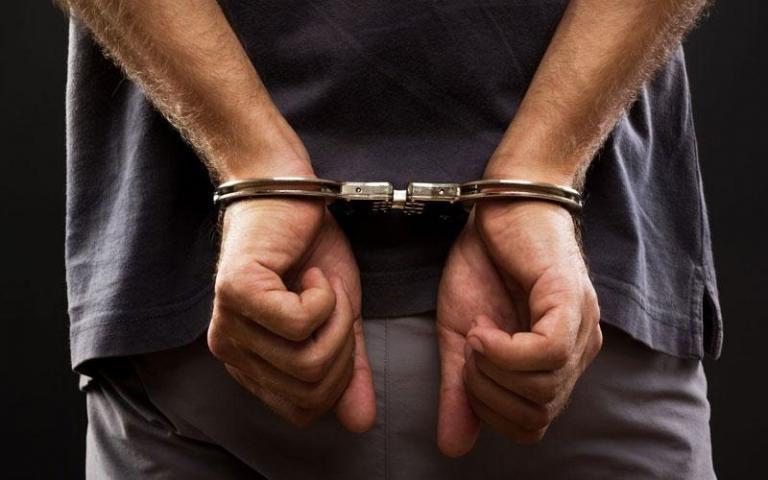 Συνελήφθη ο »βιαστής των ασανσέρ» του Πειραιά – Είχε ασελγήσει και εις βάρος ανήλικης | Newsit.gr