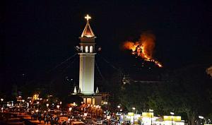 Φωτιά σε δύο περιοχές στην Ζάκυνθο – Σε απόσταση «αναπνοής» από την πόλη [pics]
