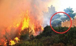 Φωτιά στη Ζάκυνθο: Παλεύοντας με ένα λάστιχο τις τεράστιες φλόγες [pics]