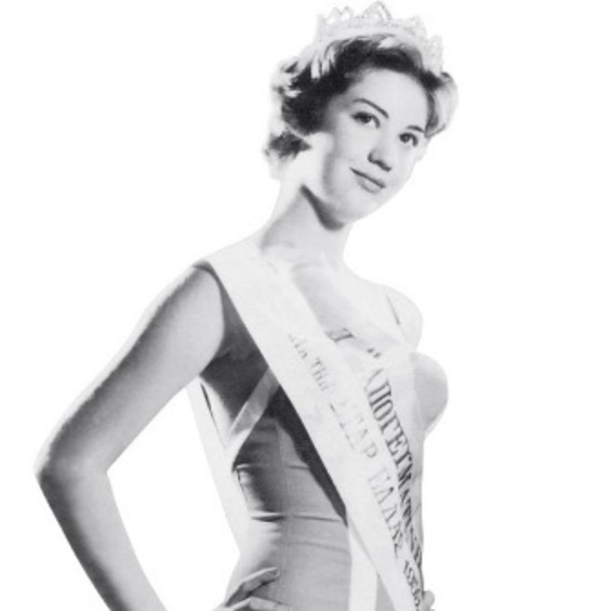Ζωή Λάσκαρη: Όταν σε ηλικία 15 ετών στέφθηκε η ομορφότερη Ελληνίδα – Σπάνιες φωτογραφίες   Newsit.gr
