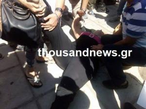 Θεσσαλονίκη: Ένταση με λιποθυμία γυναίκας στο υπουργείο Μακεδονίας Θράκης – Το καραβάνι της υγείας [pics, vids]