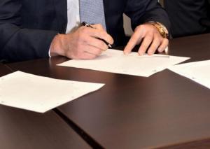 Λέσβος: Σε κατ' οίκον περιορισμό πρώην διευθυντής πασίγνωστης τράπεζας – Ξετυλίγεται το μεγάλο σκάνδαλο!