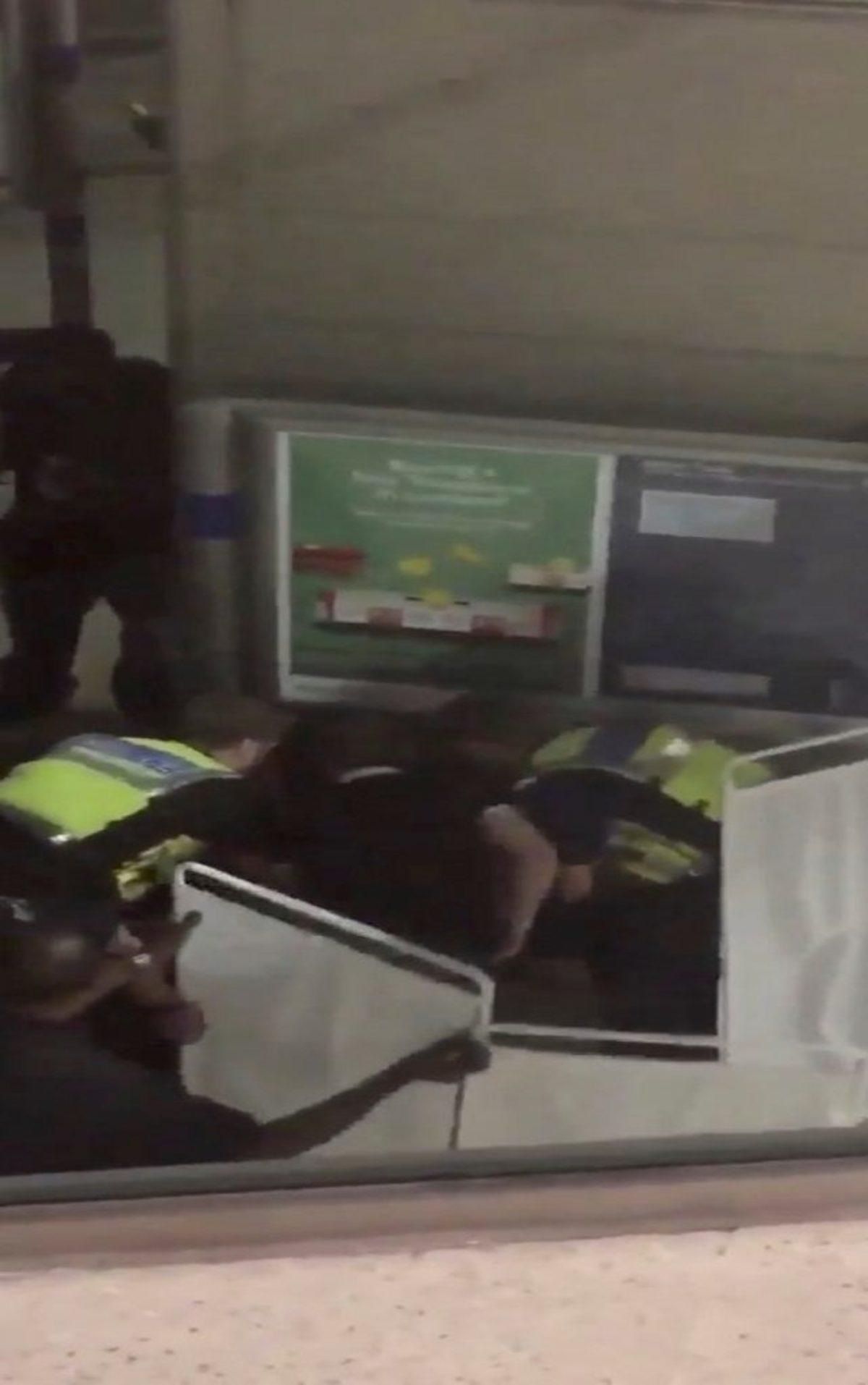 Λονδίνο: Επίθεση με οξύ – 6 τραυματιες | Newsit.gr