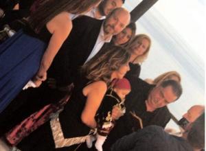 Κρήτη: Η σύζυγος του Βασίλη Καρρά έγινε νονά σε βάπτιση υπερπαραγωγή – Οι εικόνες από το γλέντι [pics]