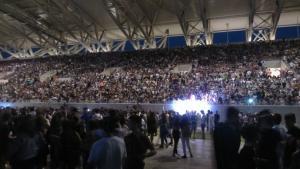 Λάρισα: Η συναυλία του Ρέμου δεν είχε Ρέμο – Νέα απρόοπτα και γκρίνιες στο γήπεδο [pics]