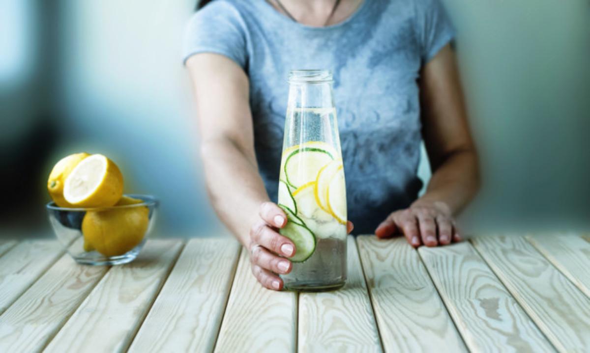 Βοηθάει το νερό με λεμόνι να κάψετε λίπος; Για δείτε τι λένε οι επιστήμονες… | Newsit.gr