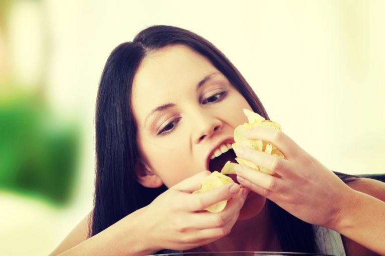 Πατατάκια: Τελικά, γιατί… δεν μπορούμε να φάμε μόνο ένα; Η επιστήμη απάντησε! | Newsit.gr