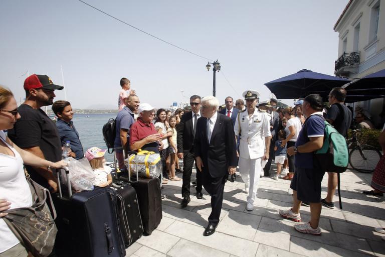 Παυλόπουλος: Εμβληματικό και διαχρονικό το παράδειγμα της Λασκαρίνας Μπουμπουλίνας | Newsit.gr