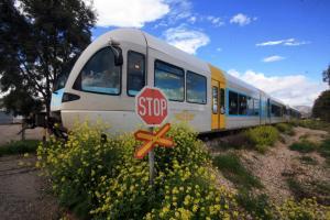 Βέροια: Σύγκρουση αυτοκινήτου με τρένο – Σοβαρά τραυματισμένος ο οδηγός