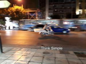 Θεσσαλονίκη: Τους «κούφανε» ο οδηγός πάνω στο μηχανάκι του – Οι εικόνες που σαρώνουν το διαδίκτυο [pics]