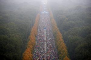 Γερμανικές εκλογές: Άλλοι ψηφίζουν και άλλοι… τρέχουν! [pics]